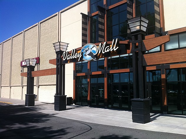 Yakima Valley Shopping No matter what you're in the market for, you won't need to look hard to find excellent shopping in the Yakima Valley. Locally-owned boutiques, specialty shops and national retailers put everything you need just minutes apart.